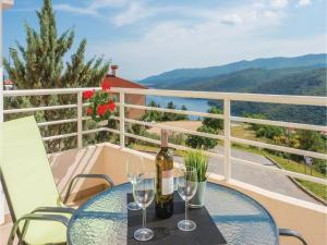 obrázek - Two-Bedroom Apartment in Rabac