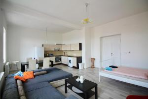 Newly renovated 2bedrooms flatel in local area