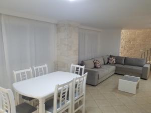 Luxury duplex Armand Durres, Apartmanok  Golem - big - 23