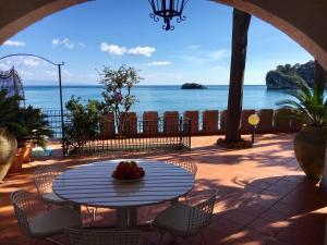 Villa sul mare Taormina - Baia delle Sirene - AbcAlberghi.com