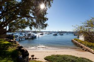 Sydney City Views Harbourside Garden Villa - Woolwick