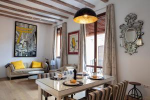Serranos Apartment