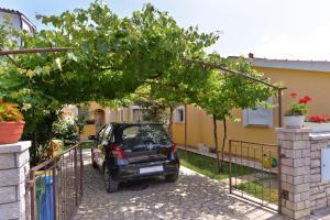 Apartments Milena 436, Apartments  Fažana - big - 49