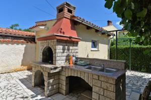 Apartments Milena 436, Apartments  Fažana - big - 54
