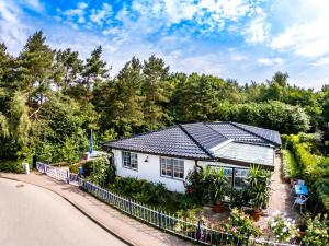 Gro_es Ferienhaus am Waldrand_ ruh - Bergen auf Rügen