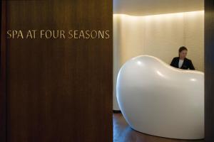 Four Seasons Hotel London at Park Lane (26 of 100)
