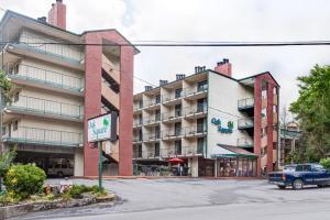 Oak Square Condominiums - Townsend