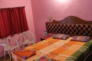 Auberges de jeunesse - 1 BR Guest house in Gorai, Mumbai (C487), by GuestHouser