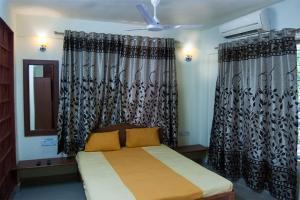 Auberges de jeunesse - 1 BR Guest house in Shivaji Chowk, Diveagar (3921), by GuestHouser