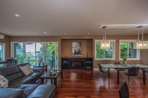 Luxury Penthouse Downtown Nanaimo, Apartmanok  Nanaimo - big - 15