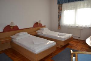 Leier Business Hotel, Aparthotely  Gönyů - big - 54