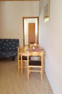 Apartment Starigrad 11683b, Apartmány  Starigrad-Paklenica - big - 9