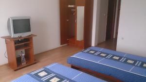 Twin Room Bilje 14318c, Pensionen  Bilje - big - 2
