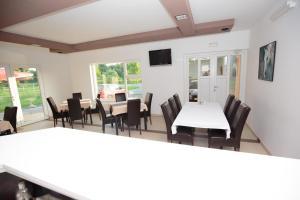 Triple Room Bilje 14318d, Guest houses  Bilje - big - 8