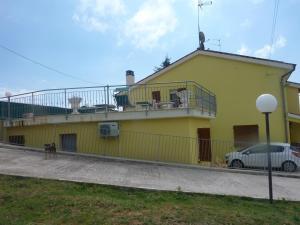Il Terrazzo Delle Rondini, Bed and breakfasts  Lapedona - big - 2