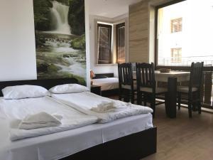 REINVEST Apartments Amara