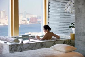 Four Seasons Hotel Hong Kong (36 of 56)