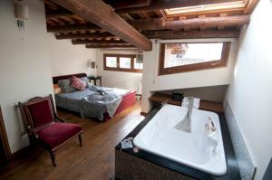 L'Argolla Hostal - Hotel - Santa Coloma de Farners