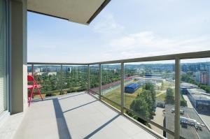 Feel Summer Vibes At 3BR Panoramic View Apartment