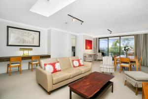 Sunny and Spacious Two Bedroom Apartment - SPF13 - Mosman
