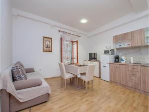 One-Bedroom Apartment in Sibenik, Apartmány  Šibenik - big - 1