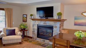 Alpine Village Suite 205 - Apartment - McCall