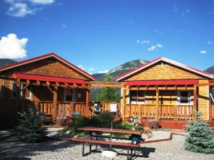 Deere Ridge Cabins - Fairmont Hot Springs
