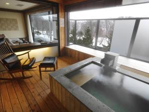 Lake Shikotsu Tsuruga Resort Spa Mizu no Uta - Hotel - Chitose