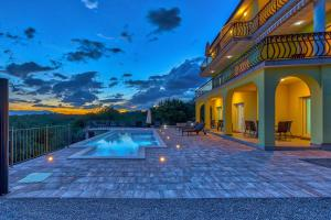 Luxury apartments Kostrena with pool