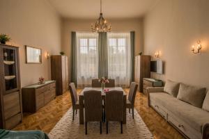 Suzy Apartman, 3300 Eger