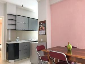 Xati's Apartment, Cozy/Cheap in Excellent Location - Pogradec