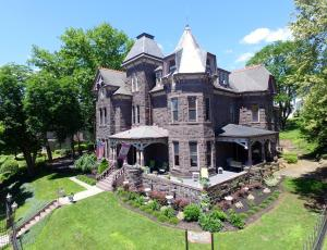 Reynolds Mansion - Accommodation - Bellefonte