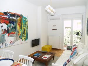 obrázek - A Refreshed & Rich in Details Apartment in Piraeus (Passalimani - Marina Zeas)