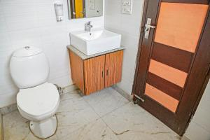 Room in a BnB in Gurgaon, by GuestHouser 8267, Prázdninové domy  Gurgáon - big - 2