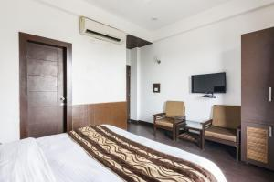 Boutique stay with free breakfast in Gurgaon, by GuestHouser 32708, Holiday homes  Gurgaon - big - 4