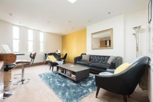 obrázek - Spacious 2 Bedroom with College Green views