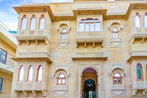 Room in a heritage stay near Jaisalmer Fort, Jaisalmer, by GuestHouser 10432, Holiday homes - Jaisalmer