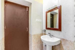 Room in a heritage stay near Jaisalmer Fort, Jaisalmer, by GuestHouser 10432, Holiday homes  Jaisalmer - big - 10
