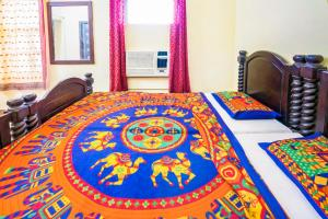 Room in a heritage stay near Jaisalmer Fort, Jaisalmer, by GuestHouser 10432, Holiday homes  Jaisalmer - big - 15