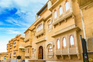 Room in a heritage stay near Jaisalmer Fort, Jaisalmer, by GuestHouser 10432, Holiday homes  Jaisalmer - big - 17