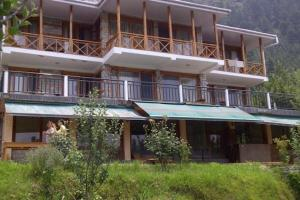 Villa with indoor fireplace in Manali, by GuestHouser 41310