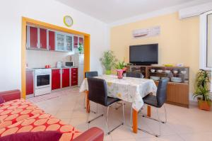 Apartments Daniela, 20273 Zavalatica