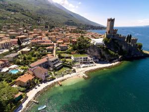Hotel Castello Lake Front - AbcAlberghi.com