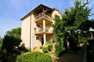 Apartment Frane
