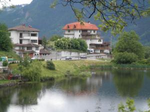 Семеен хотел Кристал - Hotel - Smolyan
