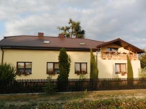 Nowoczesna architektura Spanie w Polsce - noclegi w polskich hotelach, kwaterach, pesjonatach. XW14