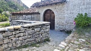 Dhimitri's guest house - Velabishti