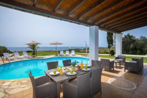 Villa Thalassa, Villen  Coral Bay - big - 8