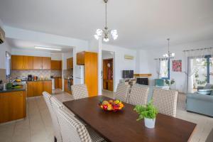 Villa Thalassa, Villen  Coral Bay - big - 12