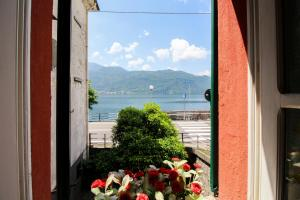 Ca Rossa on the Lake - AbcAlberghi.com